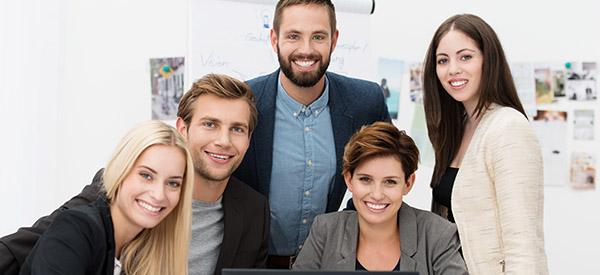 La production de vidéo d'entreprise requiert l'expertise de toute une équipe multidisciplinaire.