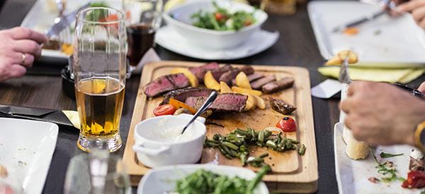 Un souper bien arrosé, dans une salle louée, est-il un événement spécial?