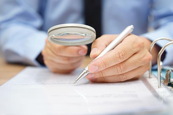 Consulter les états financiers et les vérifications diligentes vente entreprise